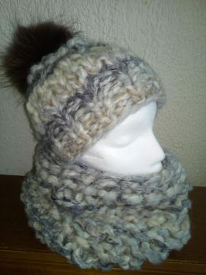 Ensemble bonnet et son snood tricoter main unique en laine gris-écru-beige